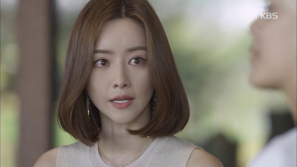 ホン・スアの始球式。中国でも活躍している美人女優は整形も告白